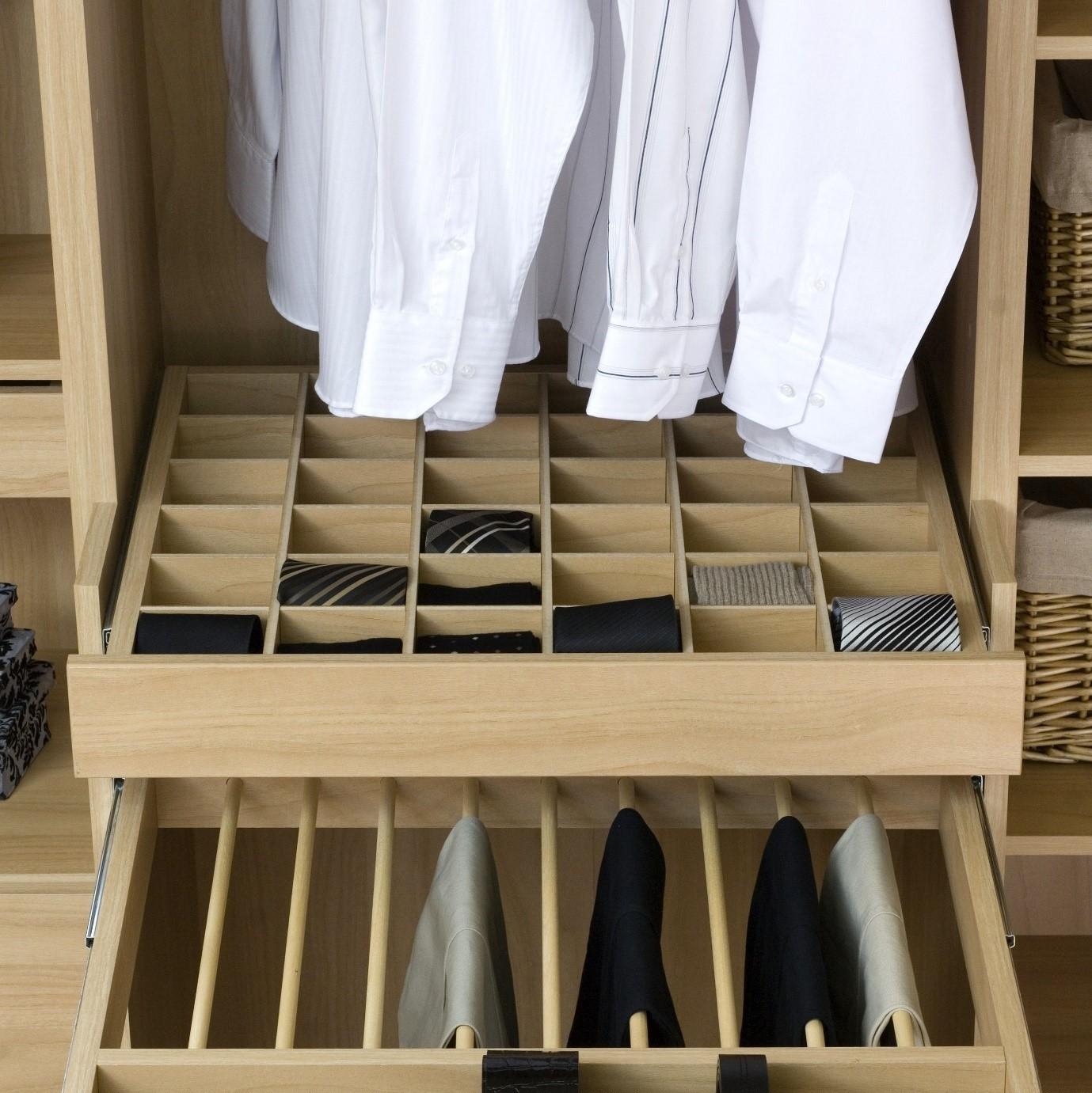 como colocar las corbatas dentro de un armario